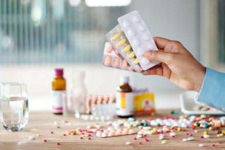 Só 1/3 dos remédios propostos entram no SUS