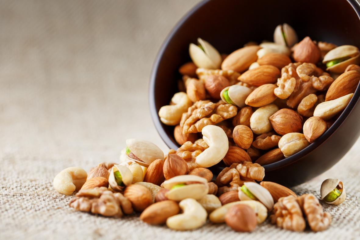 Você sabia que o consumo diário de tipos de oleaginosas podem ajudar a evitar o câncer colorretal?